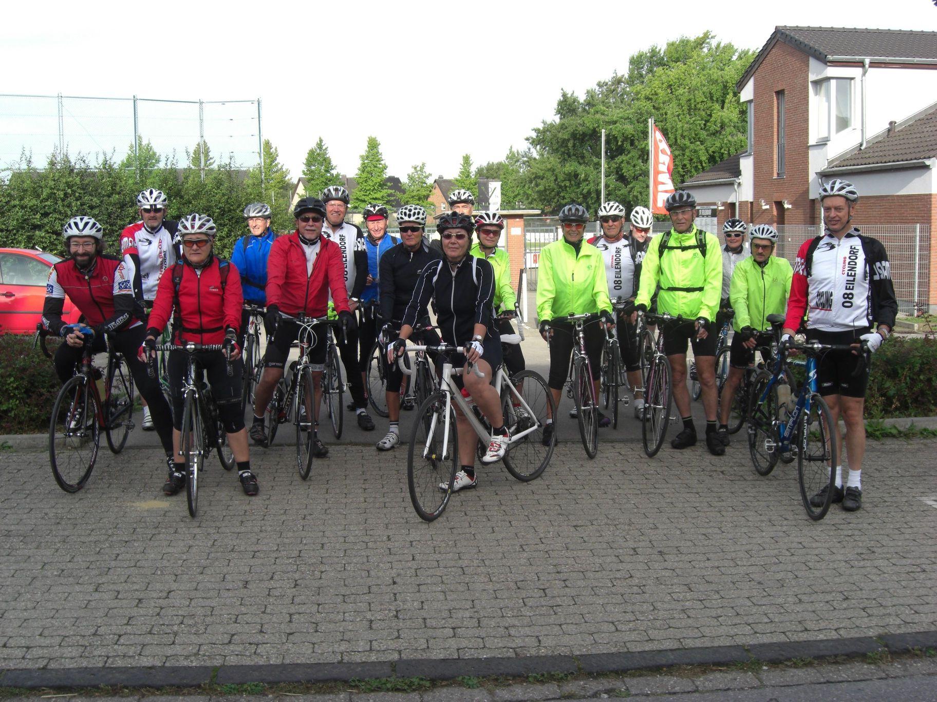 Start der schnellen Gruppe am Sportplatz Halfenstraße in Eilendorf
