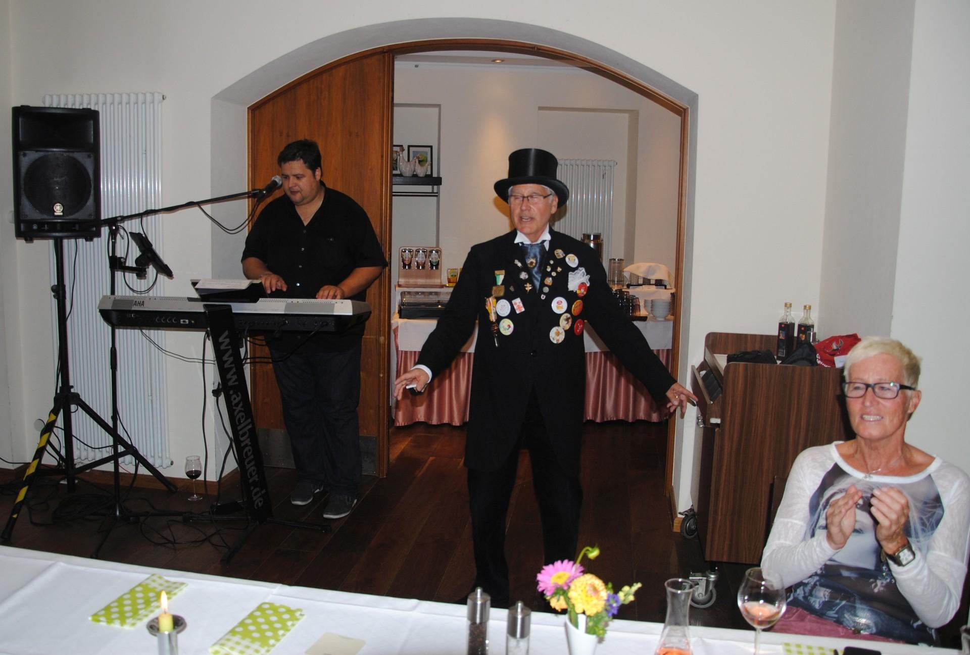 Beim bunten Abend trat auch Lennet Kann auf (alias Günter Ostländer) ...