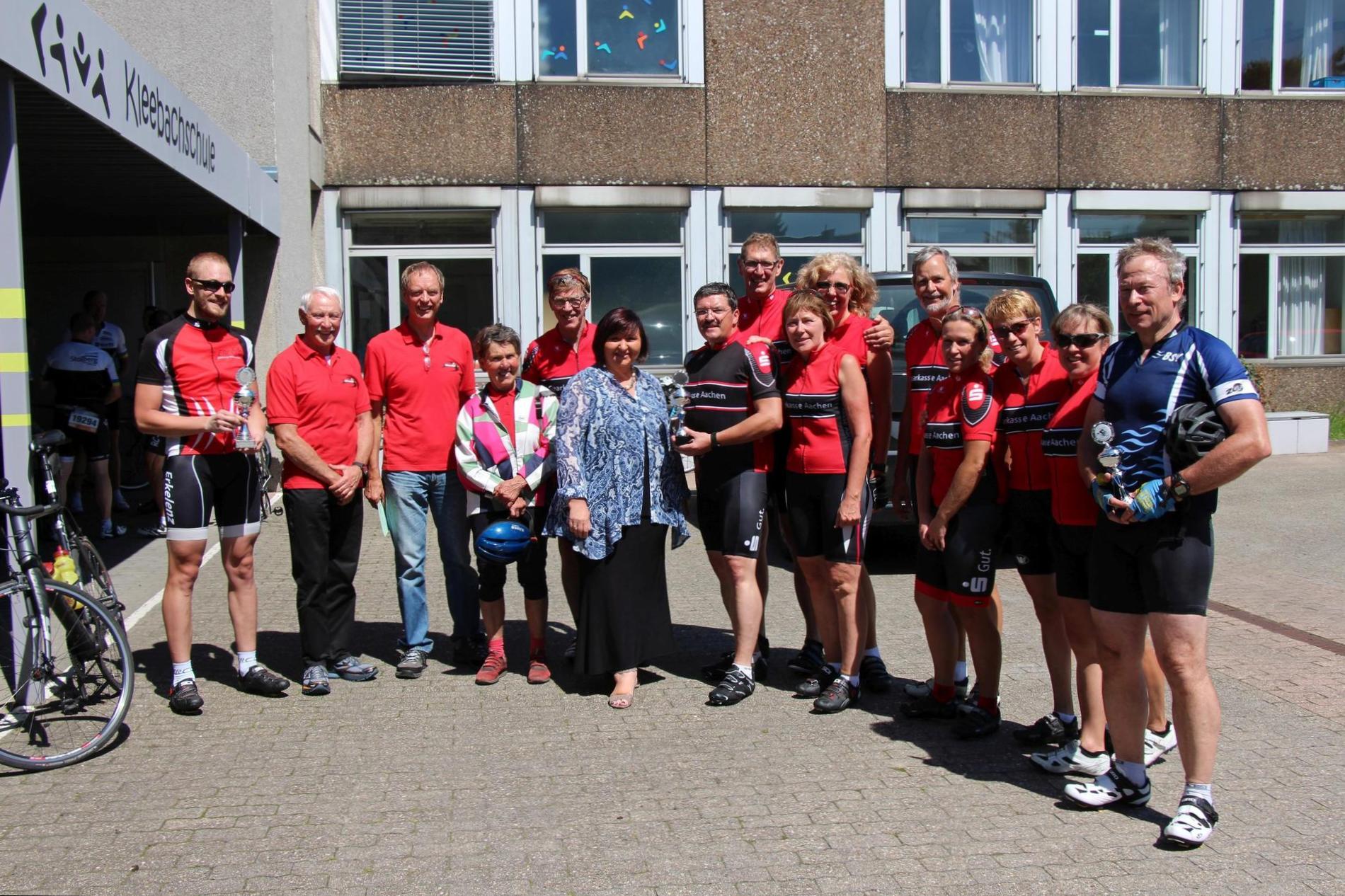 Siegerehrung mit Bezirksbürgermeisterin Elke Eschweiler am Start in Eilendorf